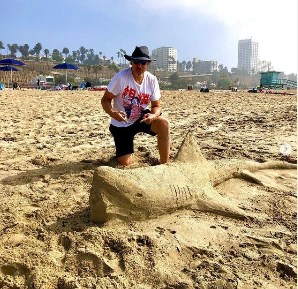 Kevin Nealon with his sand art